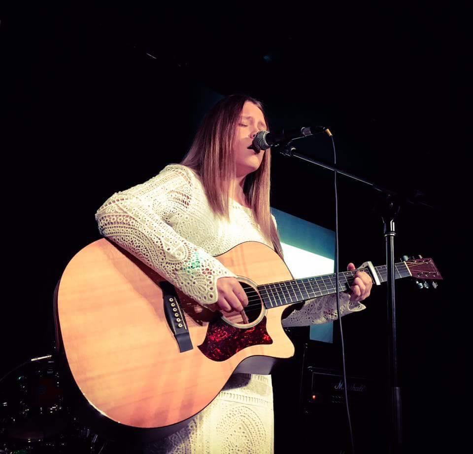 Molly Ash Performing at Emergenza Heat