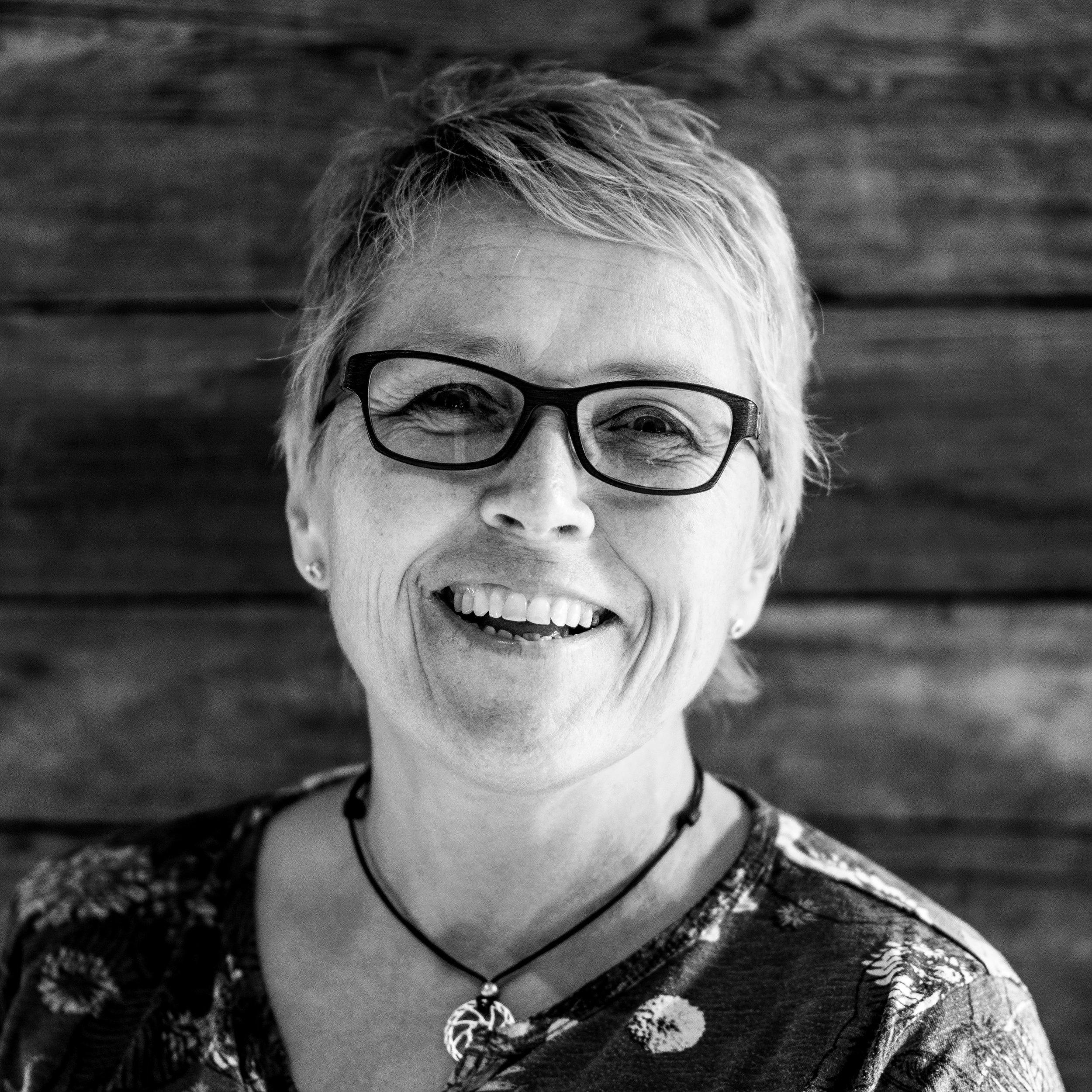 Sandra Studer, Comptable et R.H.
