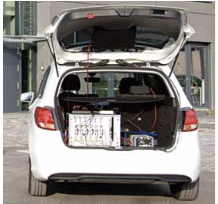 One computer array in each car was used to control twelve Samsung smart- phones for the measurements.