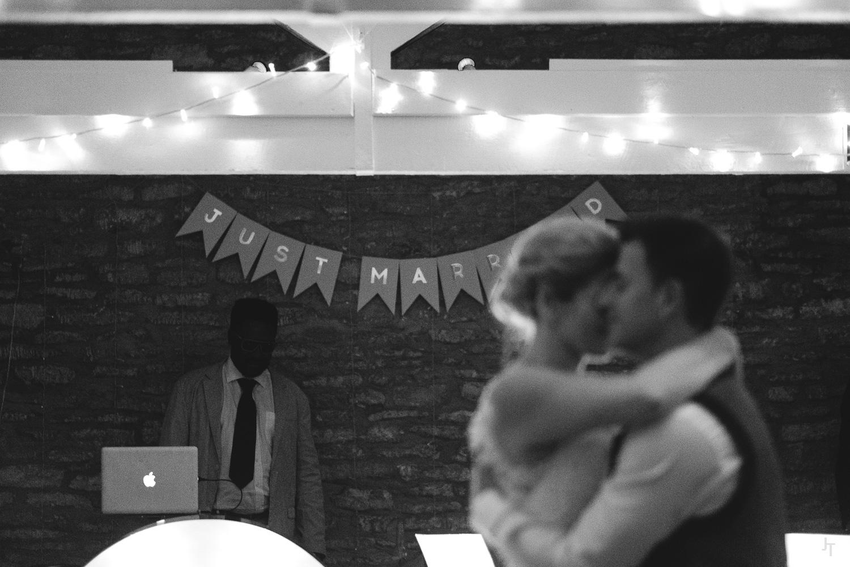 Winkworth-Farm-malmesbury-wedding-photography-88.jpg