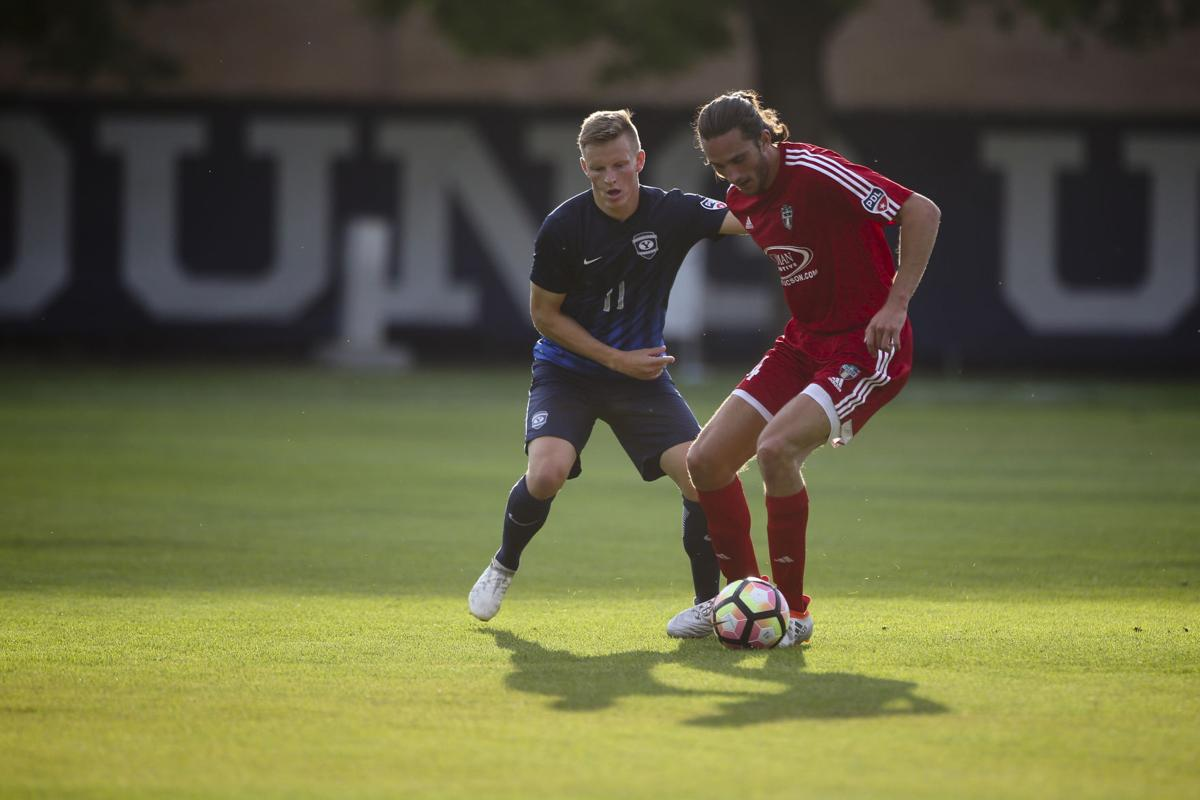 US college soccer - US soccer scholarships, play college soccer, choose the right college for you.Click here for more on college soccer.