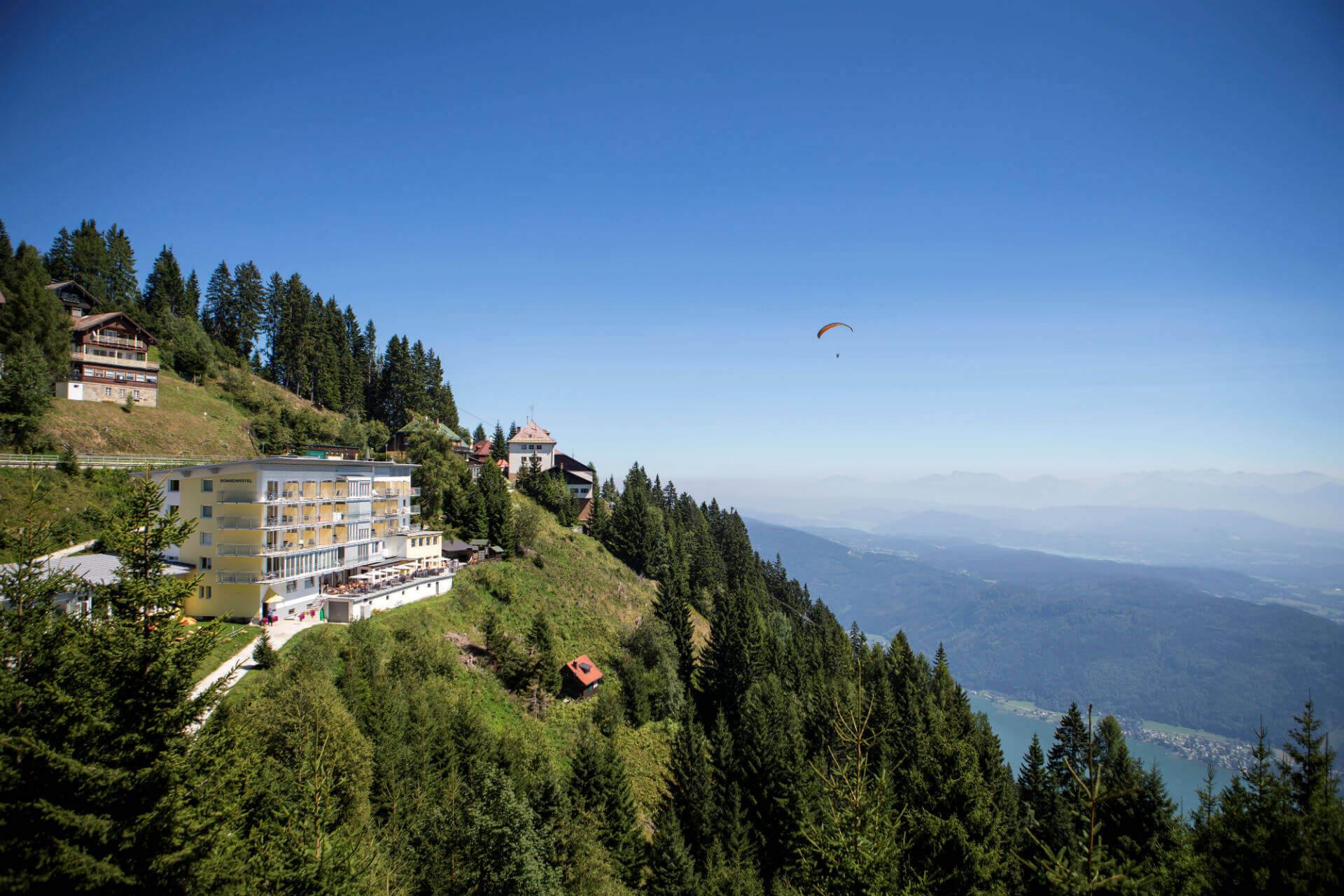 Hotel Sommer Paragleiter see.jpg