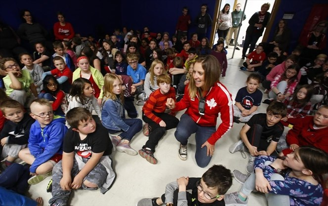 Jessica Phoenix Inspiring Students (Clifford Sjarstedt/c. Peterborough Examiner)