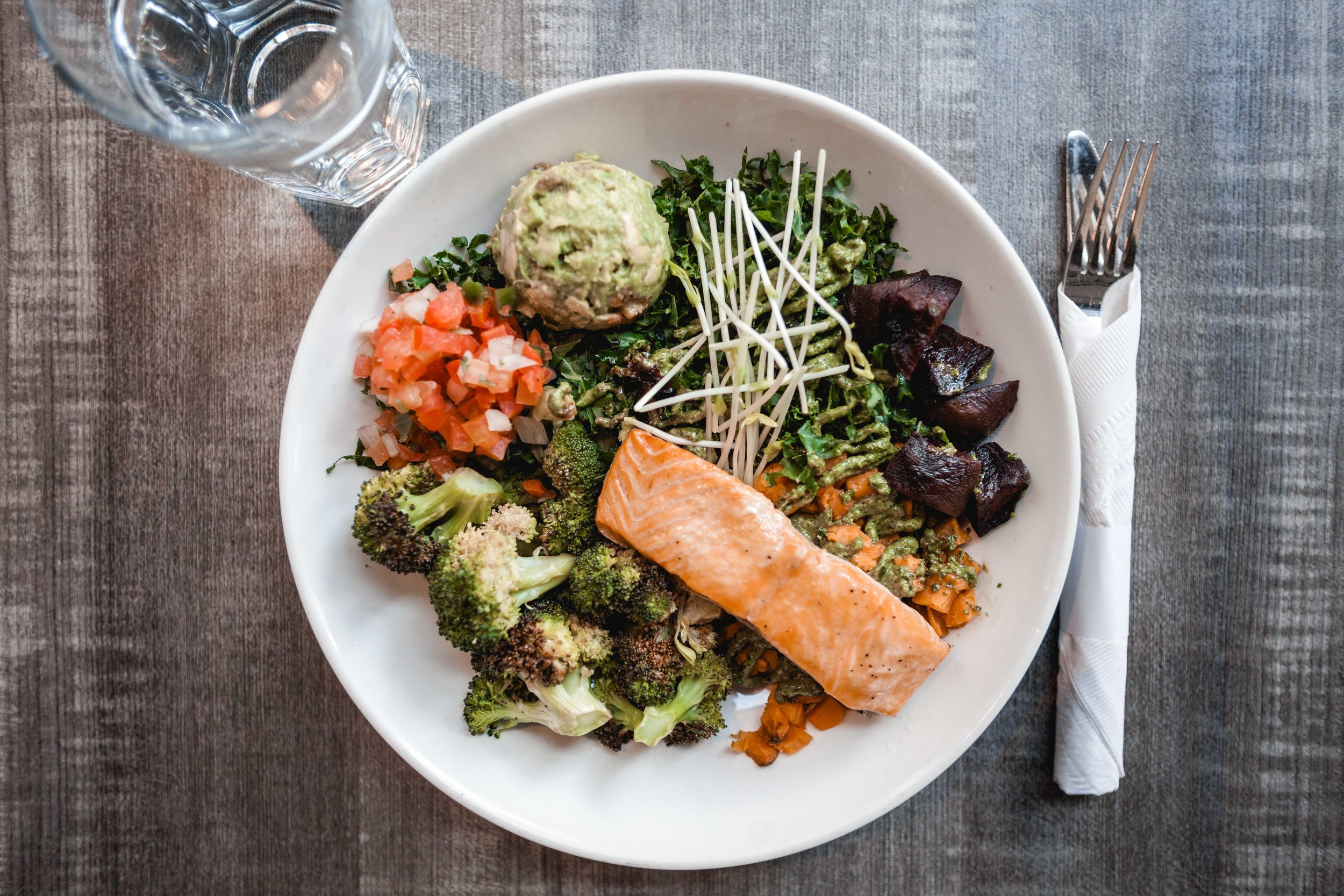 Kale, Salsa Fresca, Avocado, Sprouts, Roasted Broccoli, Shredded Beets, Hemp Seeds, Almonds, Roasted Sweet Potato, Pesto Dressing & Salmon