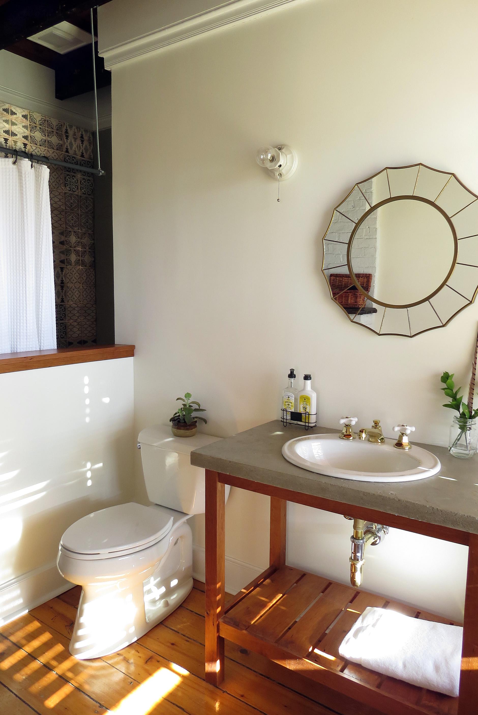 Guest Room 1 Bath - Full.jpg
