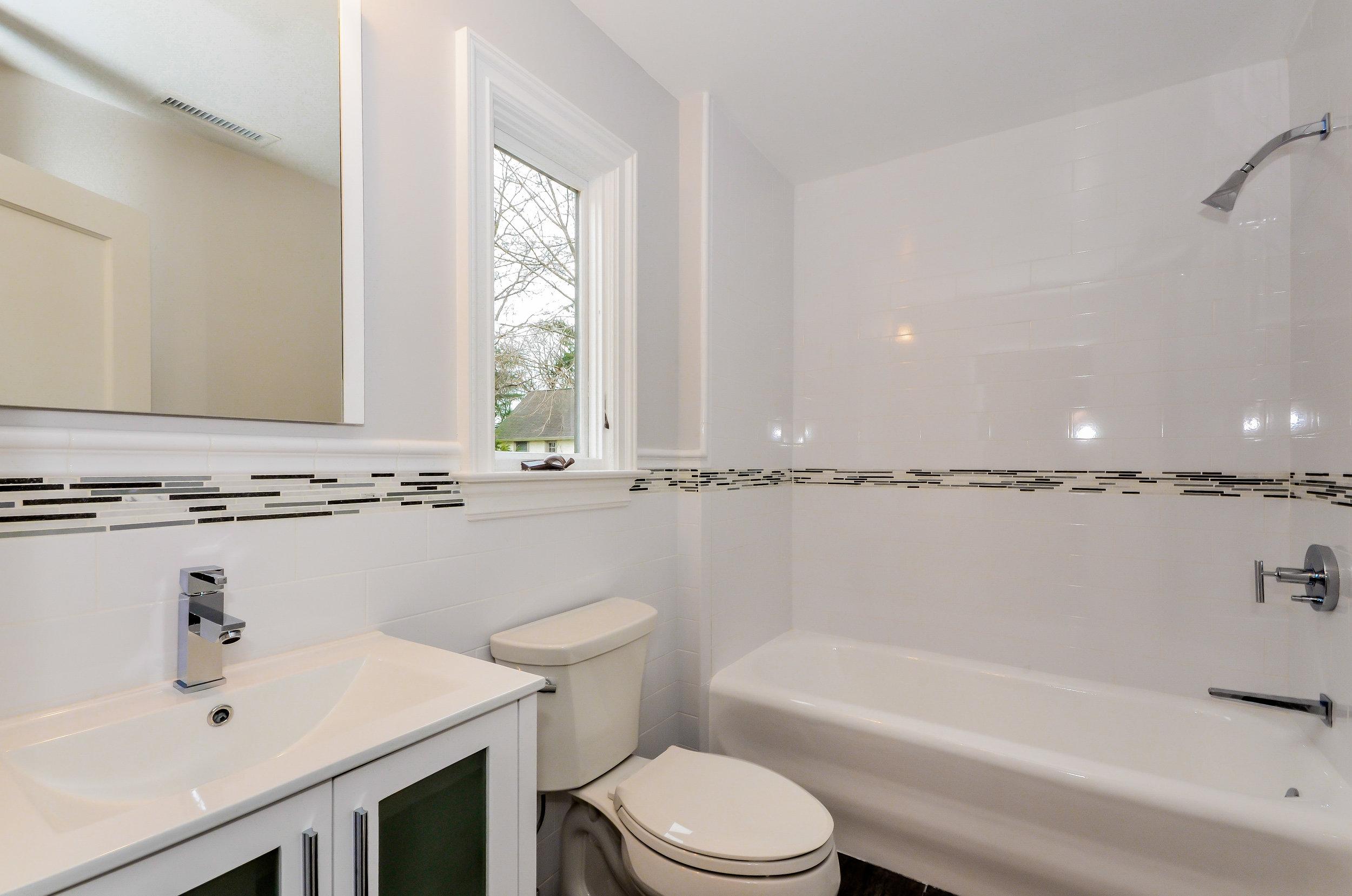 Hillside Bathroom 2.jpg