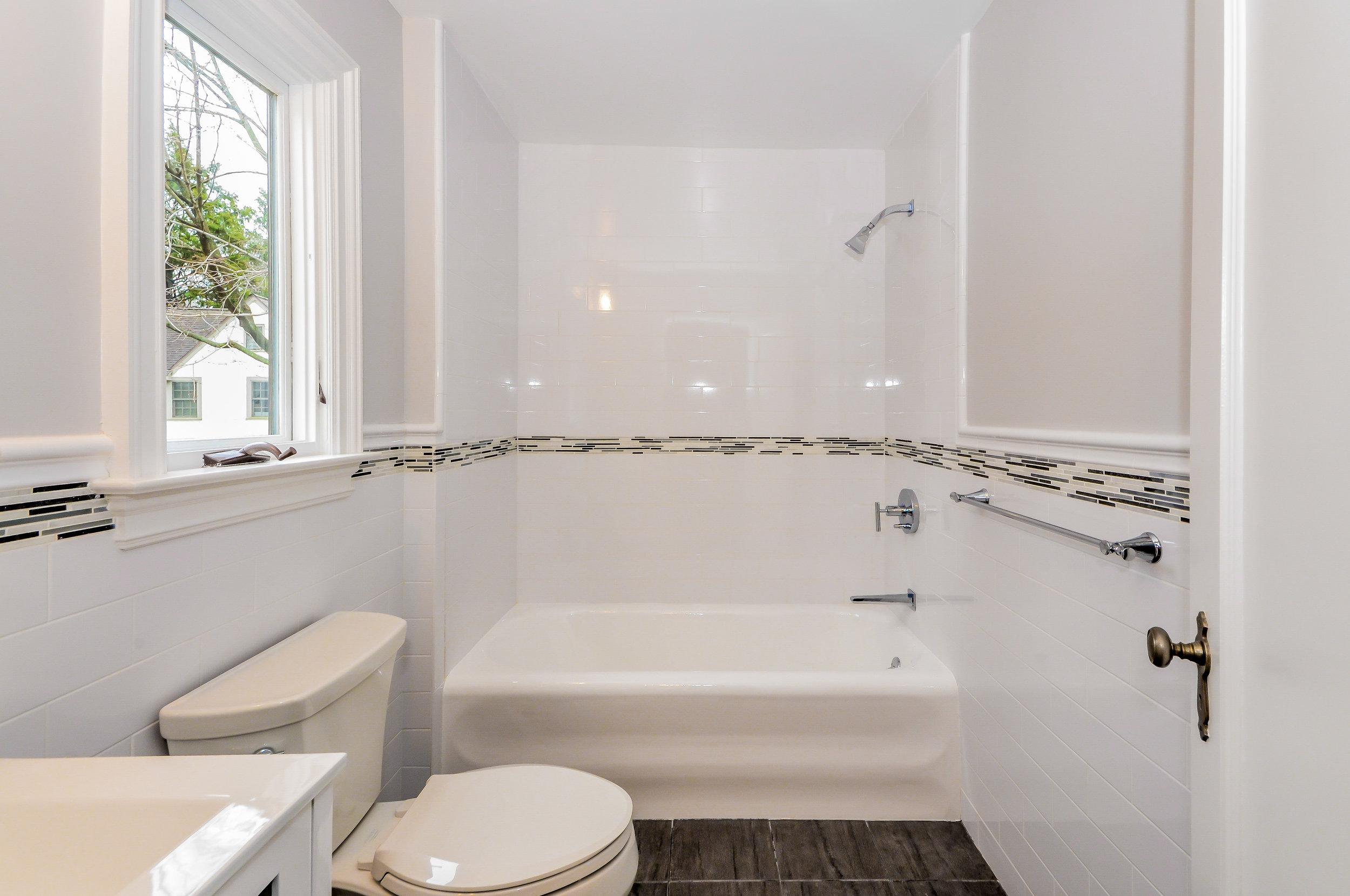 Hillside Bathroom 3.jpg