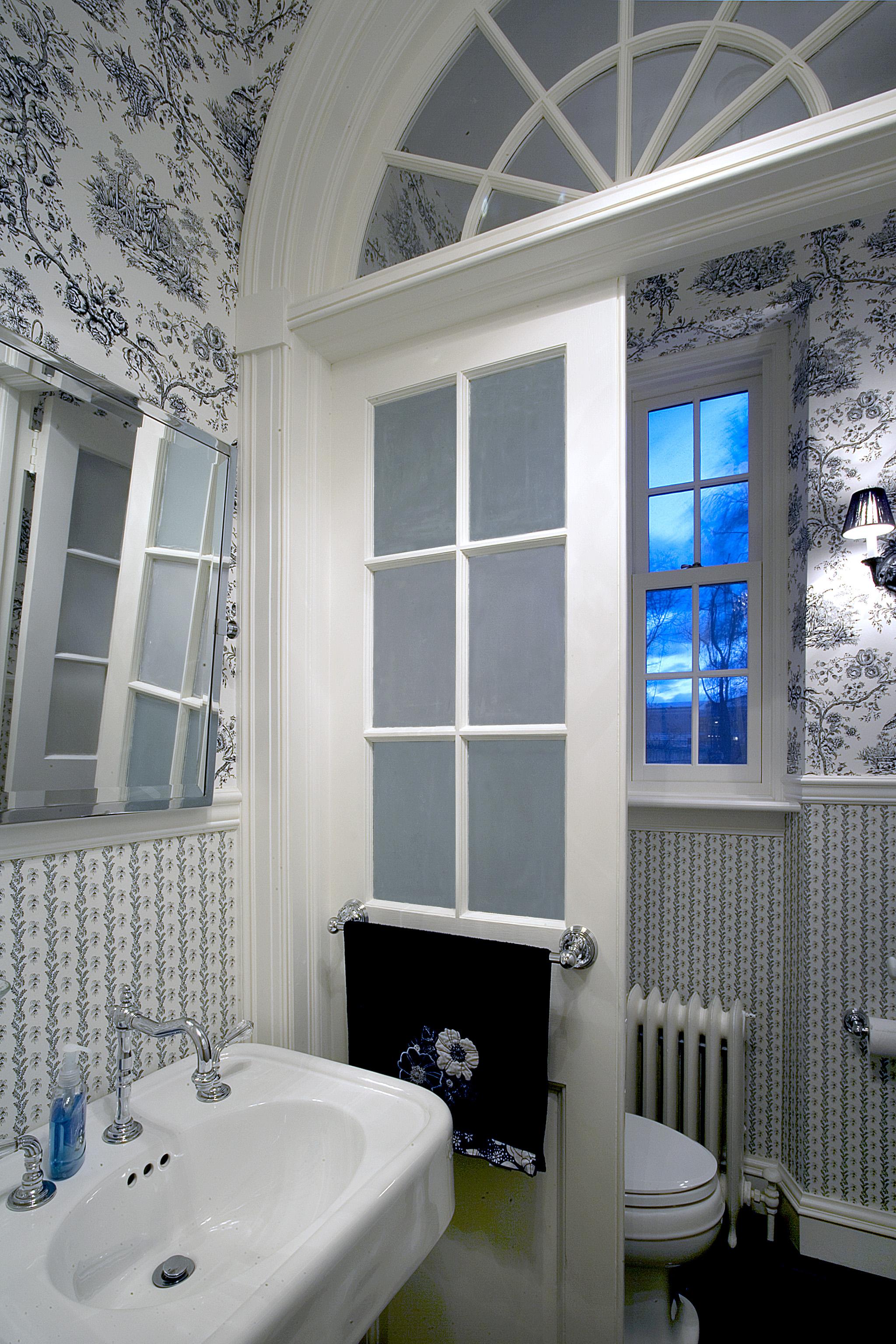 B&W Bathroom.jpg
