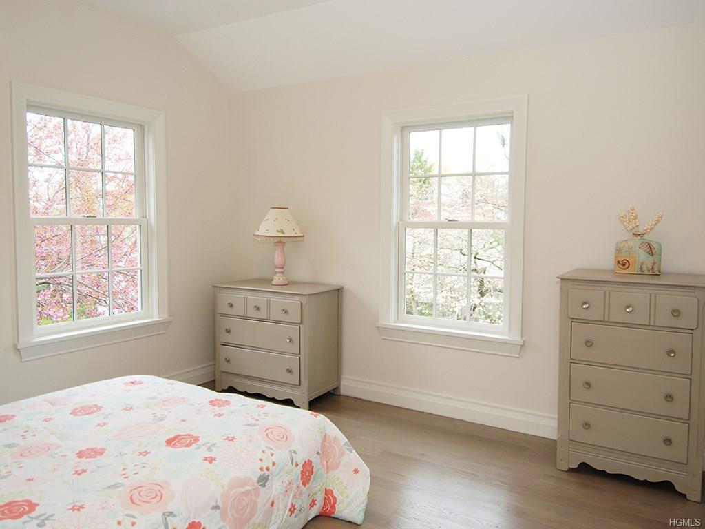 Overlook- Bedroom 2.jpg