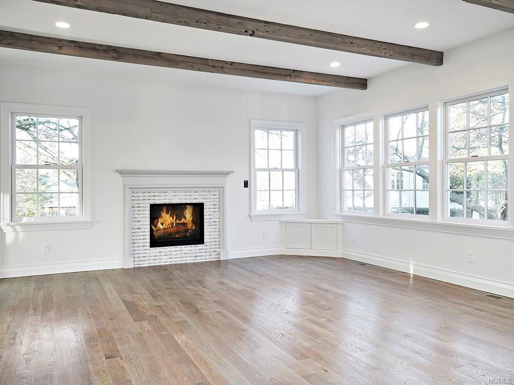 Overlook- Living Room 1.jpg
