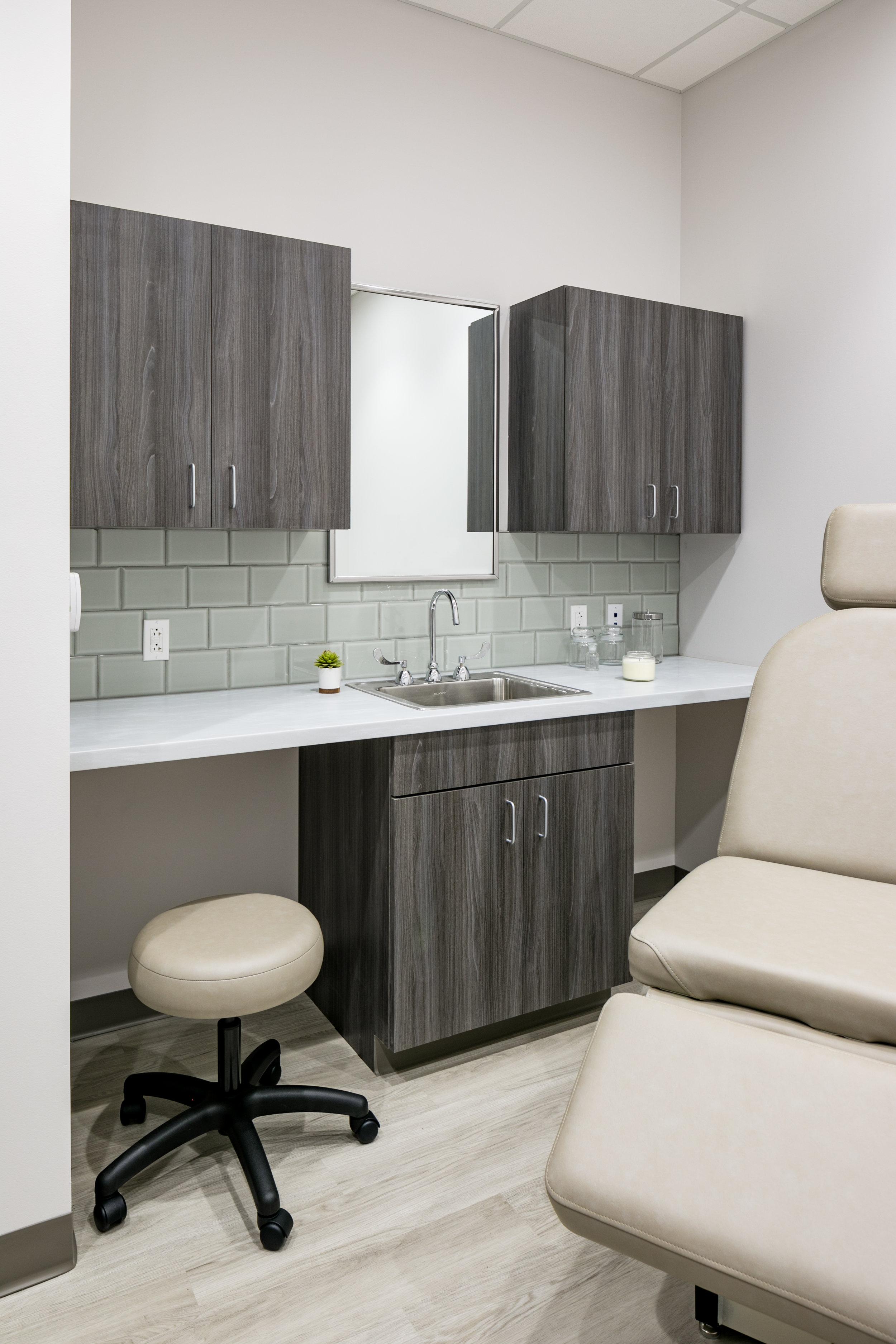MHM_DermatologySpecialists_FINCH-20.jpg