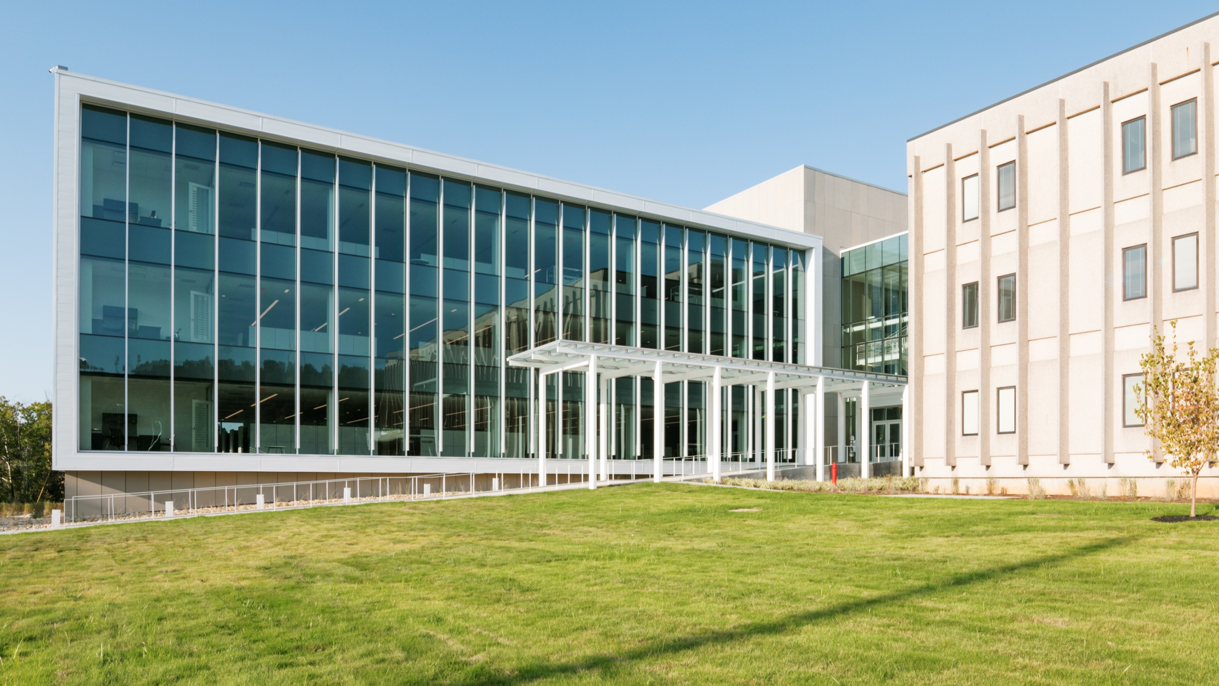 KUB ENGINEERING    A 50,000 SF addition to KUB's existing Engineering and Operations facility.