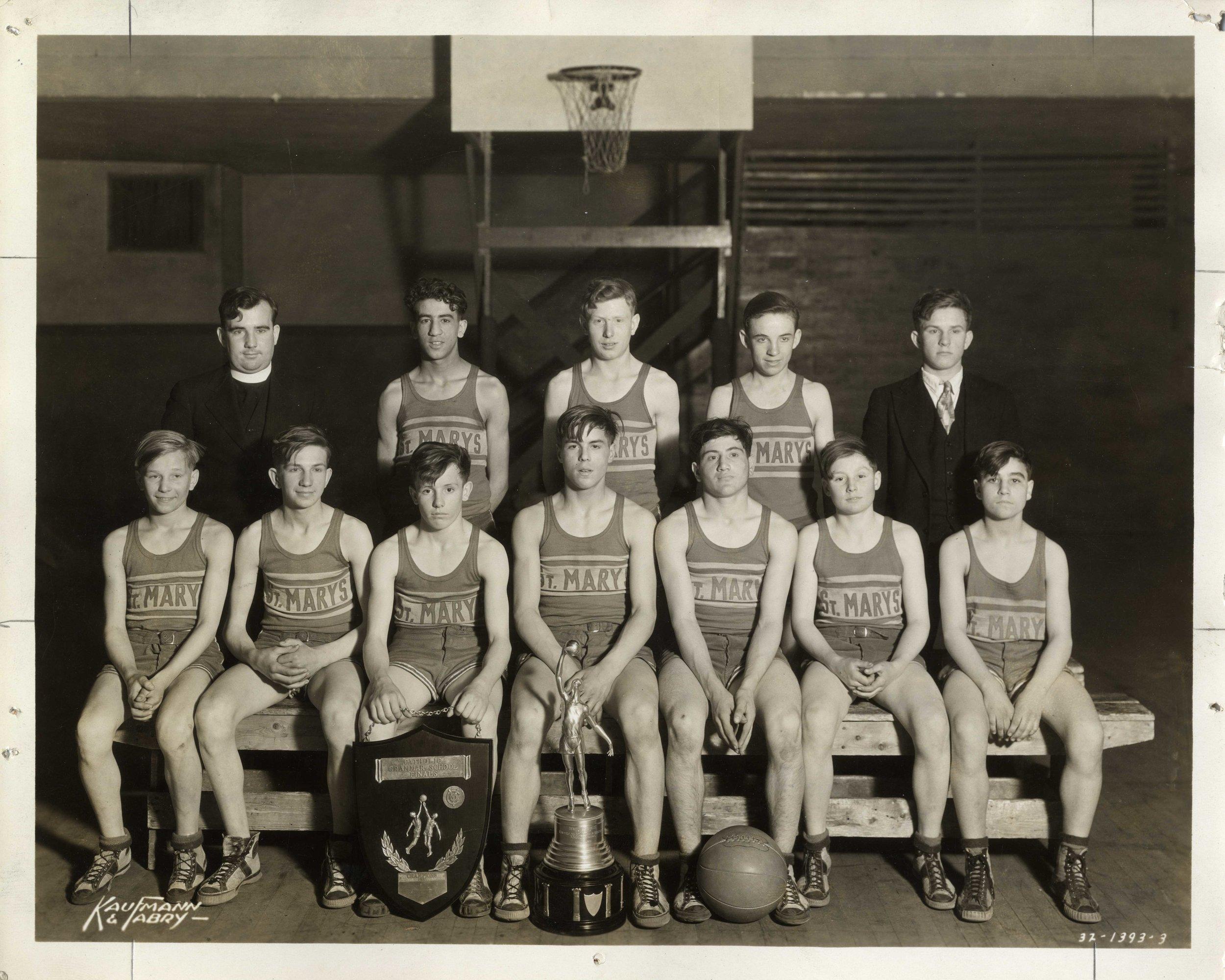 3-H   Maryville_Basketball001.jpg