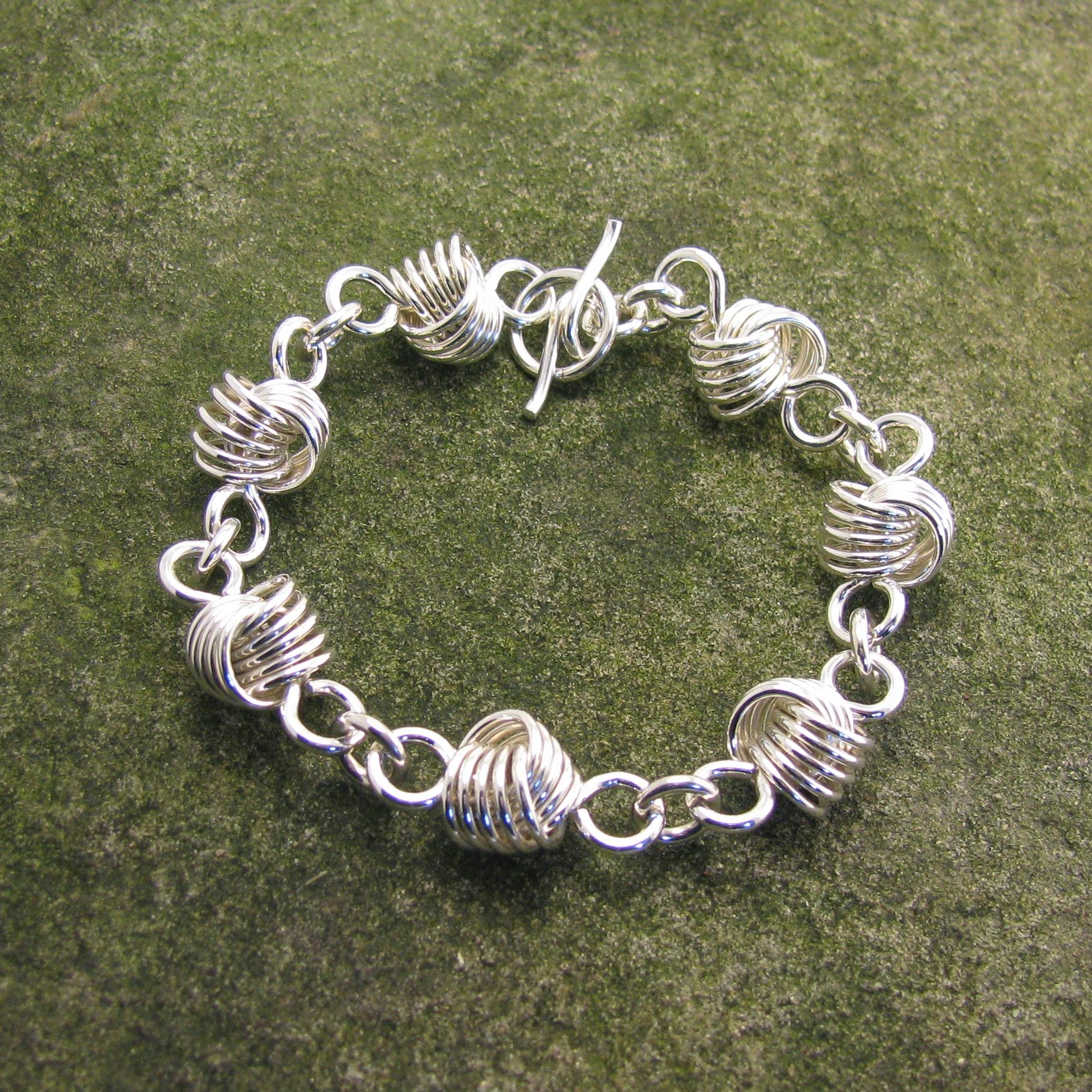 Large Loveknot Bracelet BR3013-S 216.jpg