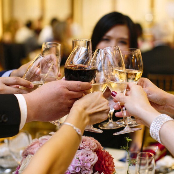 Cheers to all the newly #engaged couples! 🥂 #WeddingPlanning in #2018? We can help! ••• #sanfranciscowedding #weddingplanner