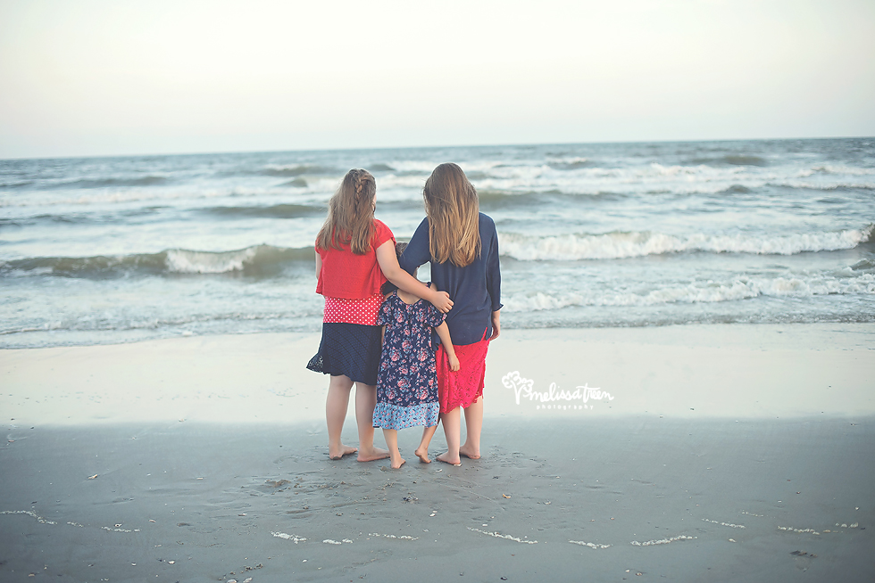 sisters on beach photos ocean isle north carolina family portraits melissa treen photography