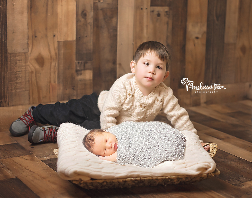 sibling and newborn baby photo burlington north carolina phtoographer.jpg