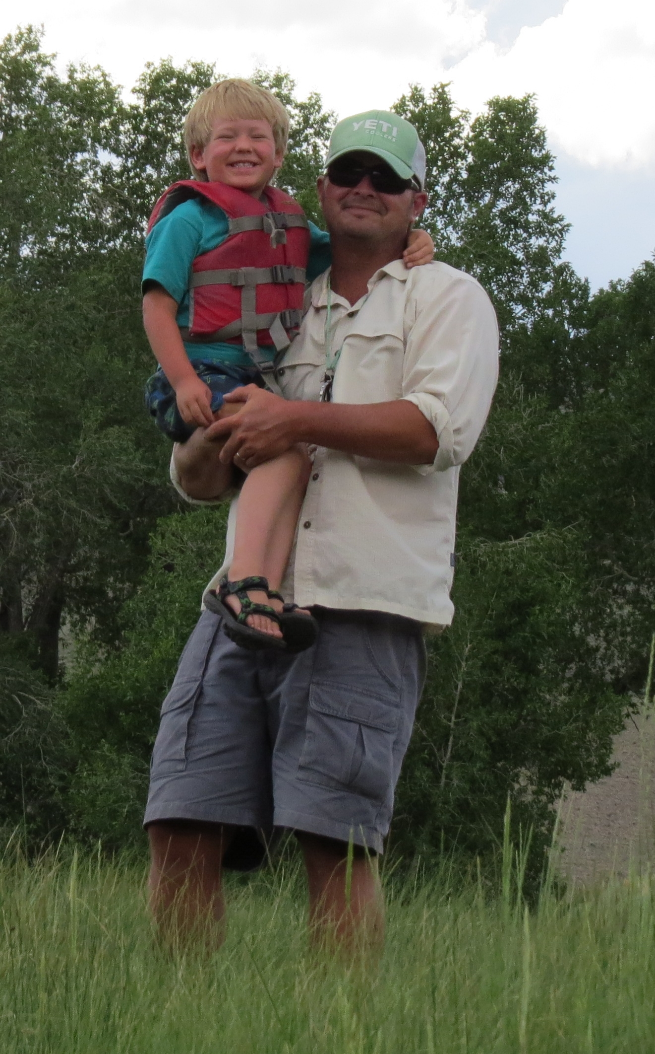 Eli is a friendly and laid back family man that prides himself on really knowing the waters of southwest Montana. Eli is a patient guide, he loves youngsters and experienced fisherman alike.