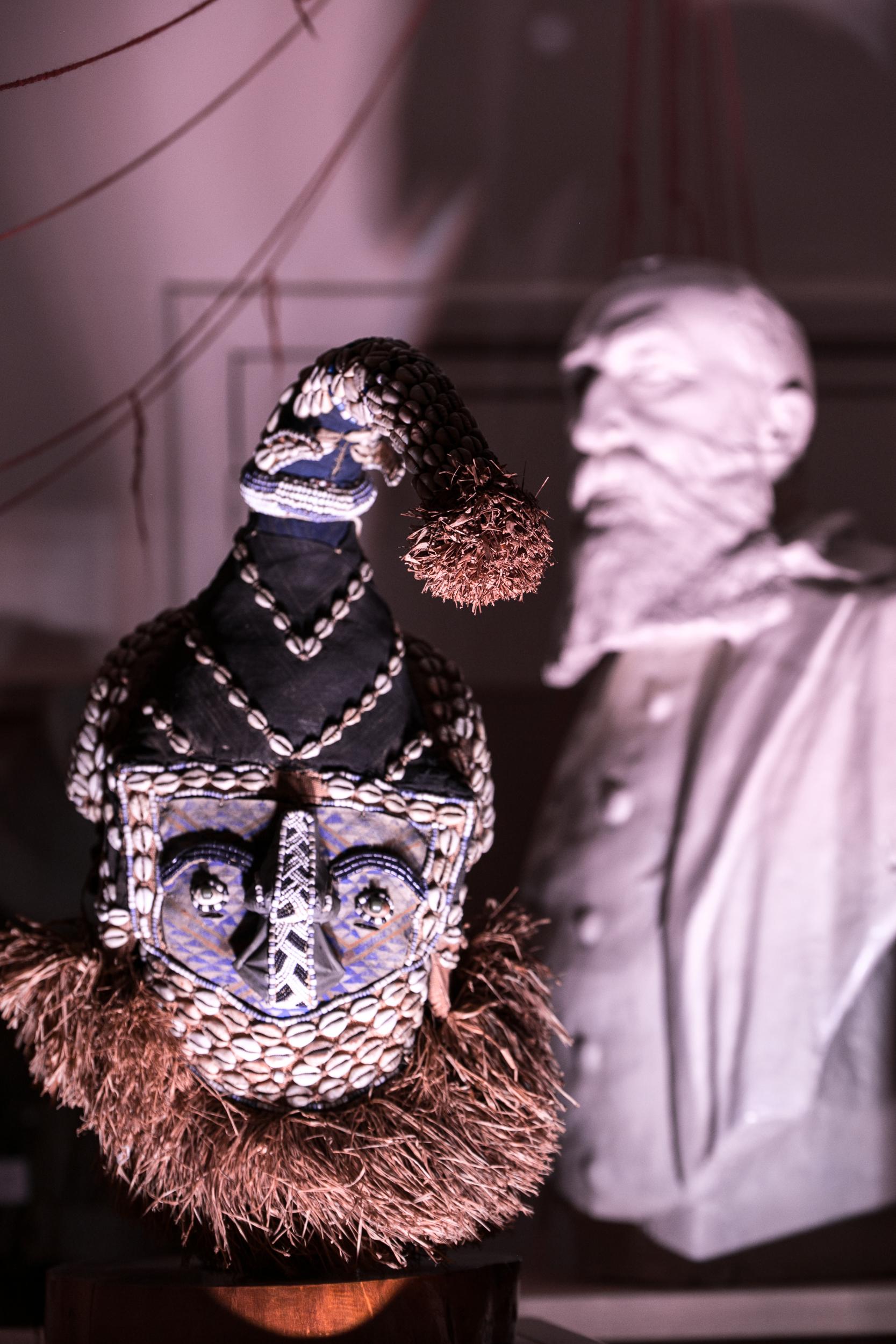 L'ombre de Léopold II sur le Congo, une belle métaphore.