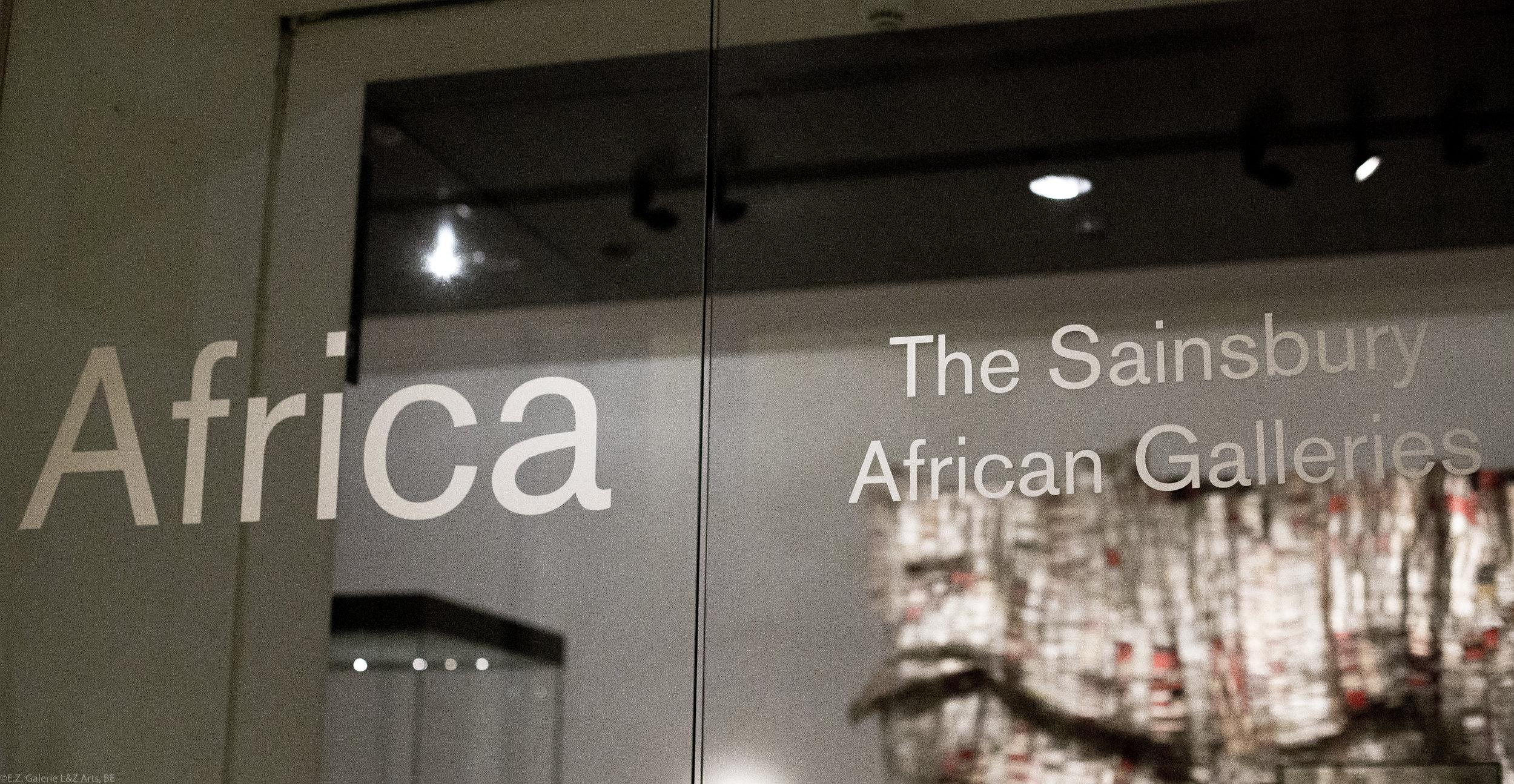 """L'entrée de la galerie d'art africain """"Sainsbury""""."""