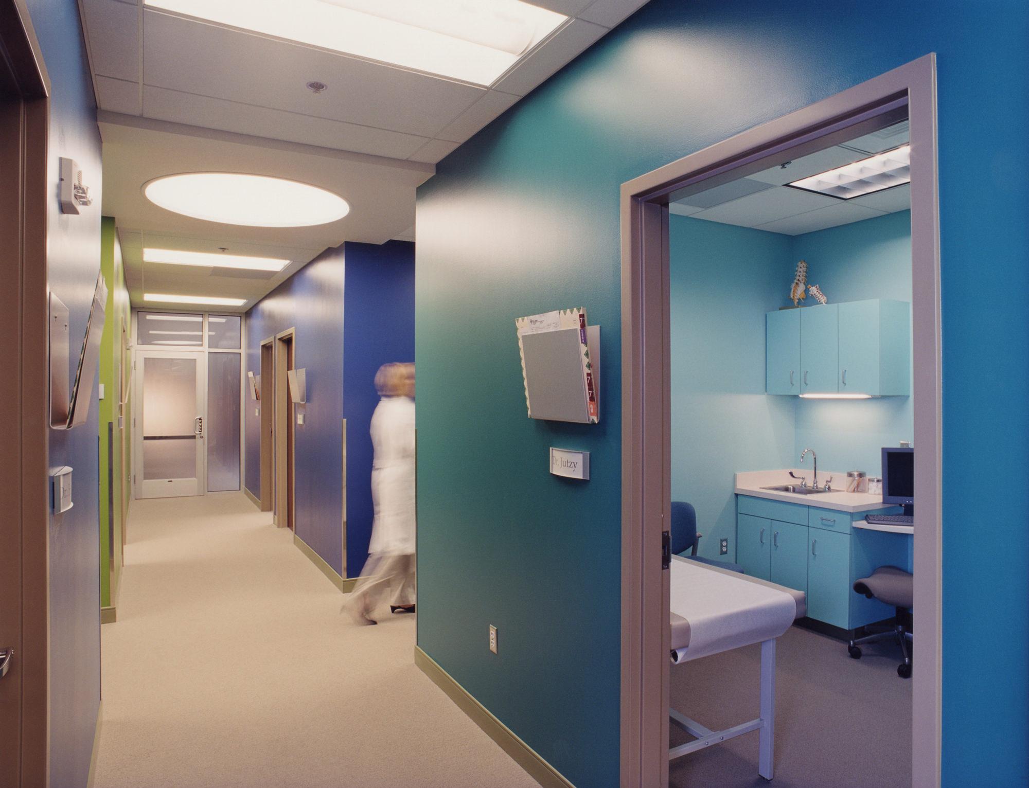 CTY-Studio_Neurosurgeons_int3.jpg