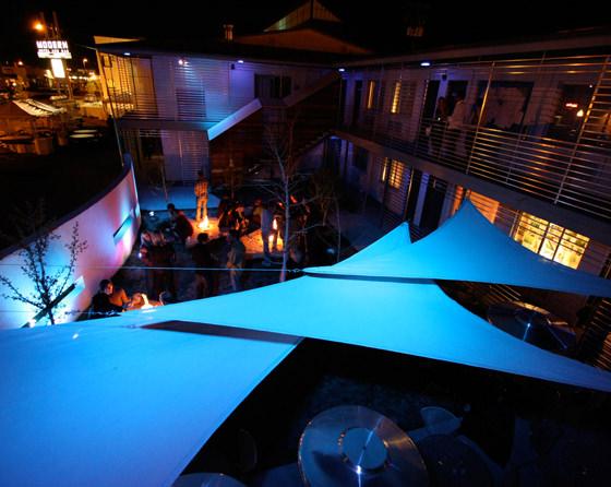 CTY-Studio-Modern-Hotel-courtyard4.jpg