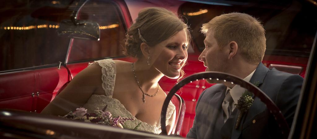 chicago wedding photographer_Barnacopia Wedding_peer canvas.jpg