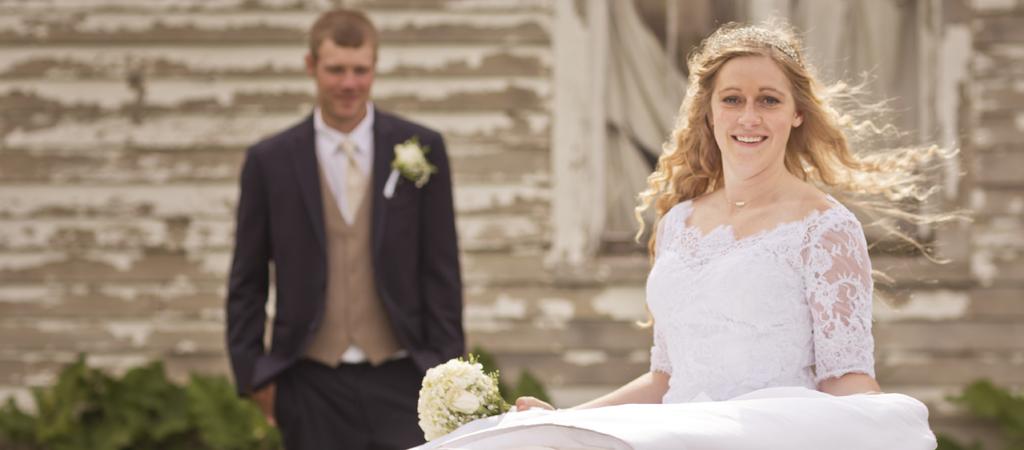 rustic wedding photographer_barn_wisconsin_milwaukee.jpg