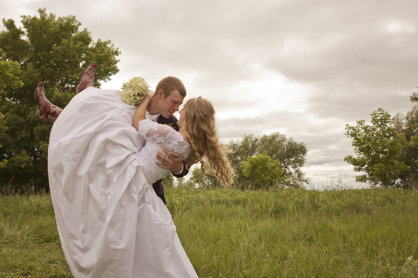 Wisconsin_Country_Rustic_Farm_Wedding_Photo_Picture.jpg