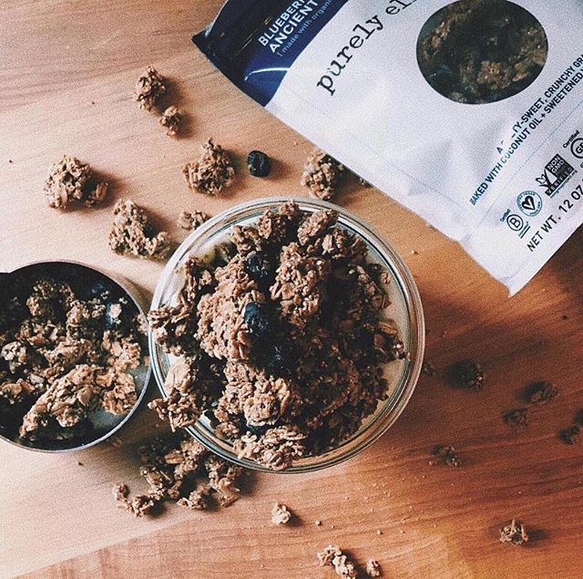 we're fans of all things @purelyelizabeth, but lately their blueberry hemp ancient grain granola has been killing it in our kitchens. Mix it up with a little @noosayoghurt and wammy! instant brain food to get you through the rest of your day ✊🏻