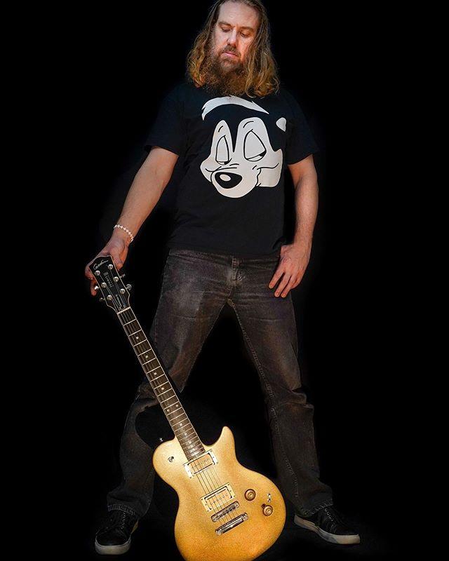 @godin_guitars 🤘 📷 @drifft.kail  #godinguitars #pepelupe #austinguitarist #skunksofinstagram #rocknroll #guitarphotos