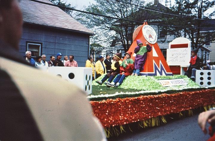 parade_7_med.jpg