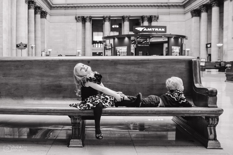 zuzapixphotography-familyphotographer-chicago-unionstation-20.jpg