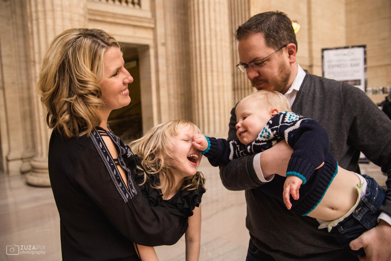zuzapixphotography-familyphotographer-chicago-unionstation-32.jpg