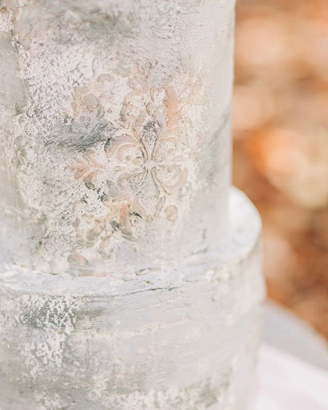 Such a glorious close up that really shows the daintiest of deets! This sh*t took forever. Literally. Photo by @ivybeeweddings featured today on @weddingchicks ! Floral Design: @floressenceflowers Venue: @middletonplaceweddings Stationary: @ paperrefinery Cake Design: @vanillaandthebean Gown: @morileeofficial HMU: @pamperedandprettyxo Accessories: @emmakatzkabridal Rings: @lamoredesign Shoes: @bellabelleshoes Rentals: @thefrencheclectic  @event_haus @snyderevents Live Painter: @label_bychloe Ribbon: @silkandwillow Candles: @creative.candles Watercolor art: @alexis.spooner Linens: @nuagedesignsinc