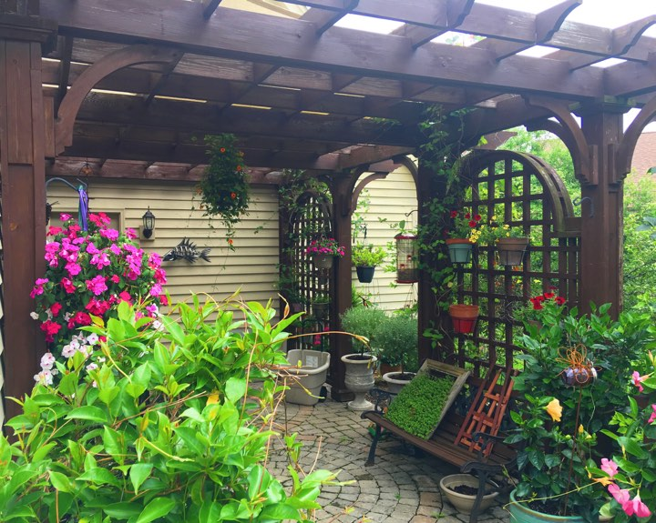 Wow! This pergola was hand made by Andreas!