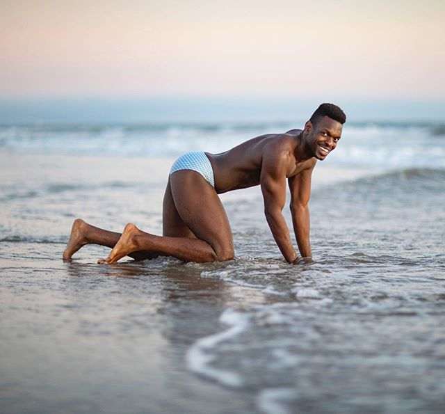 It's fall y'all!!! Lucky for us, it's on brand for me to serve speedo pics all year long!  #HappyHumpday  I've never felt like more of a model than when I smiled while playing in LA's cold ass ocean. The Pacific don't play y'all!  3 days away from the return of my Let's Have A Kiki Comedy Show! I got new jokes for y'all so come thruuuuuuuuu! Ticket link in my Instagram bio. ❤️😘❤️#fitfam #comedian #standup #pose #loveyourself