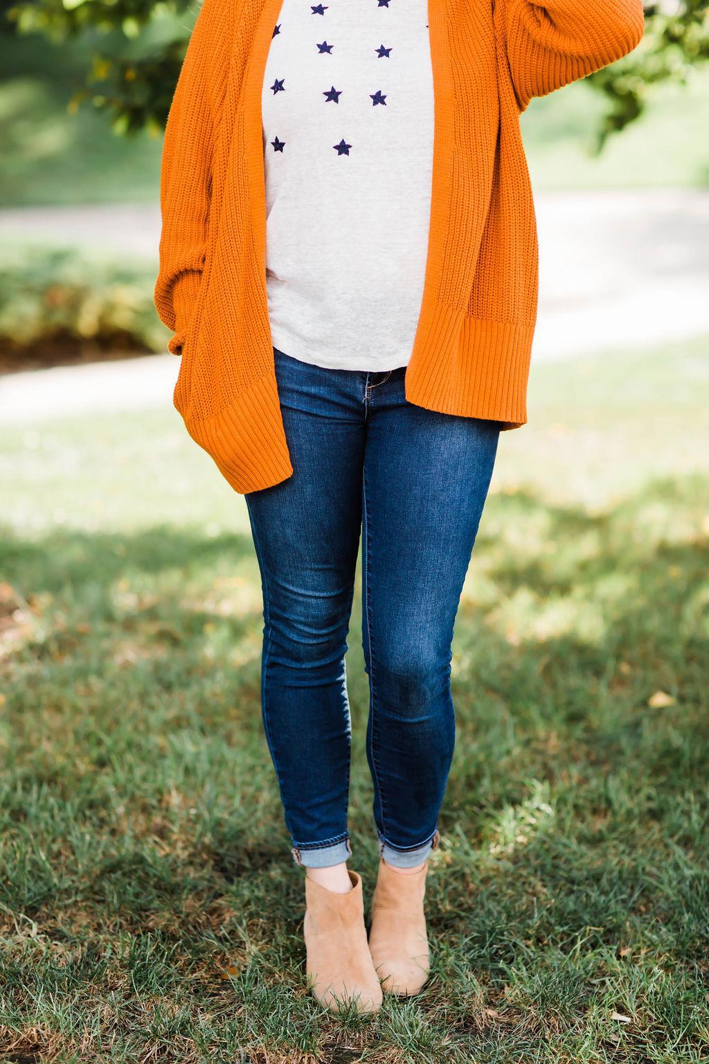 Outfit Accent, Orange Cardigan