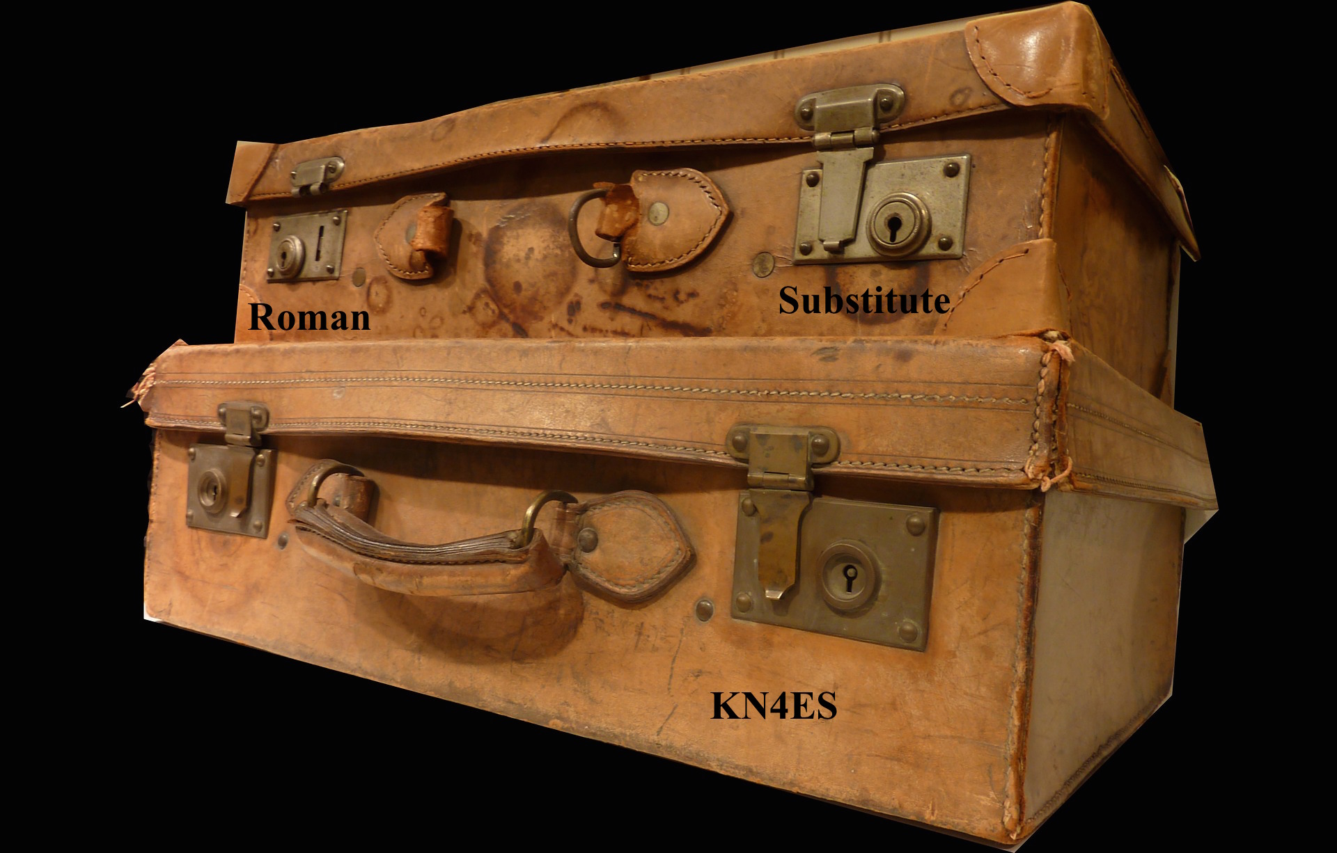 luggage-2043800_1920.jpg