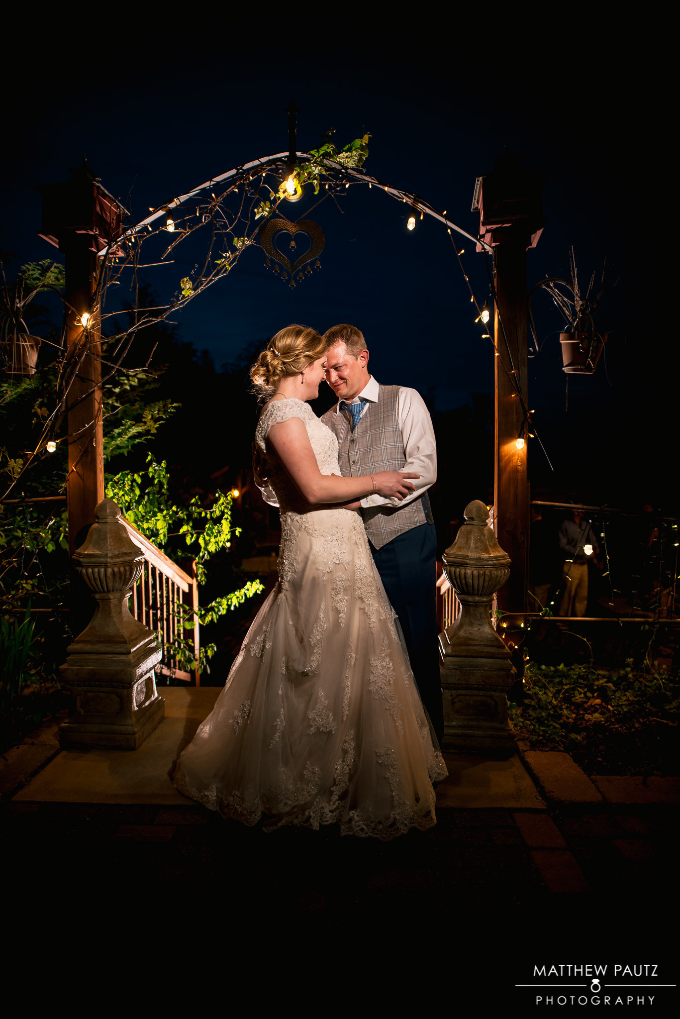Matthew Pautz truly out did himself in capturing these evening couple photos.