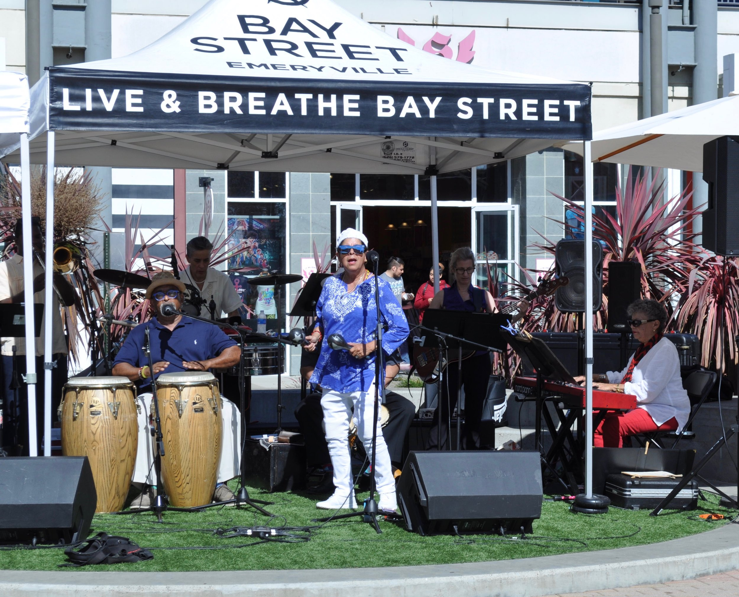 """Salsa Sunday"" Grupo Sinigual with ""Sabor Latino"" at Bay Street, Emeryville, CA. 2019"