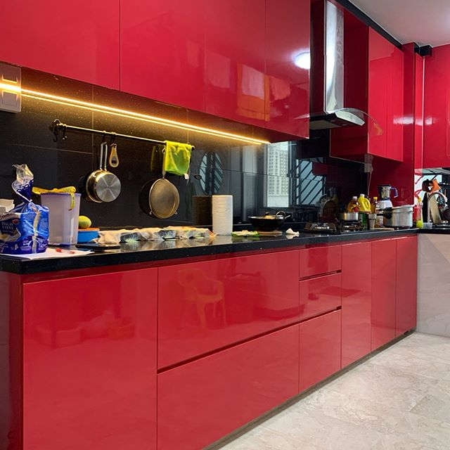 Bright Red Kitchen!  designed & coordinated by ⭐️Jacelyn & ⭐️John. Project details: 3R, Resales. Bukit Batok. Speak to us now to get a free quote @ 9036 9300/enquiry@topone-interior.com. No obligation! ✌🏻 #singapore #interiordesign #resales #HDB