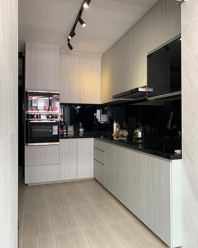 Revamped Kitchen. designed & coordinated by ⭐️ Grace Project details: 5R, Resales Full Makeover @ Pasir Ris Speak to us now to get a free quote @ 9036 9300/enquiry@topone-interior.com. No obligation! ✌🏻 #singapore #interiordesign #resales #HDB #realpic