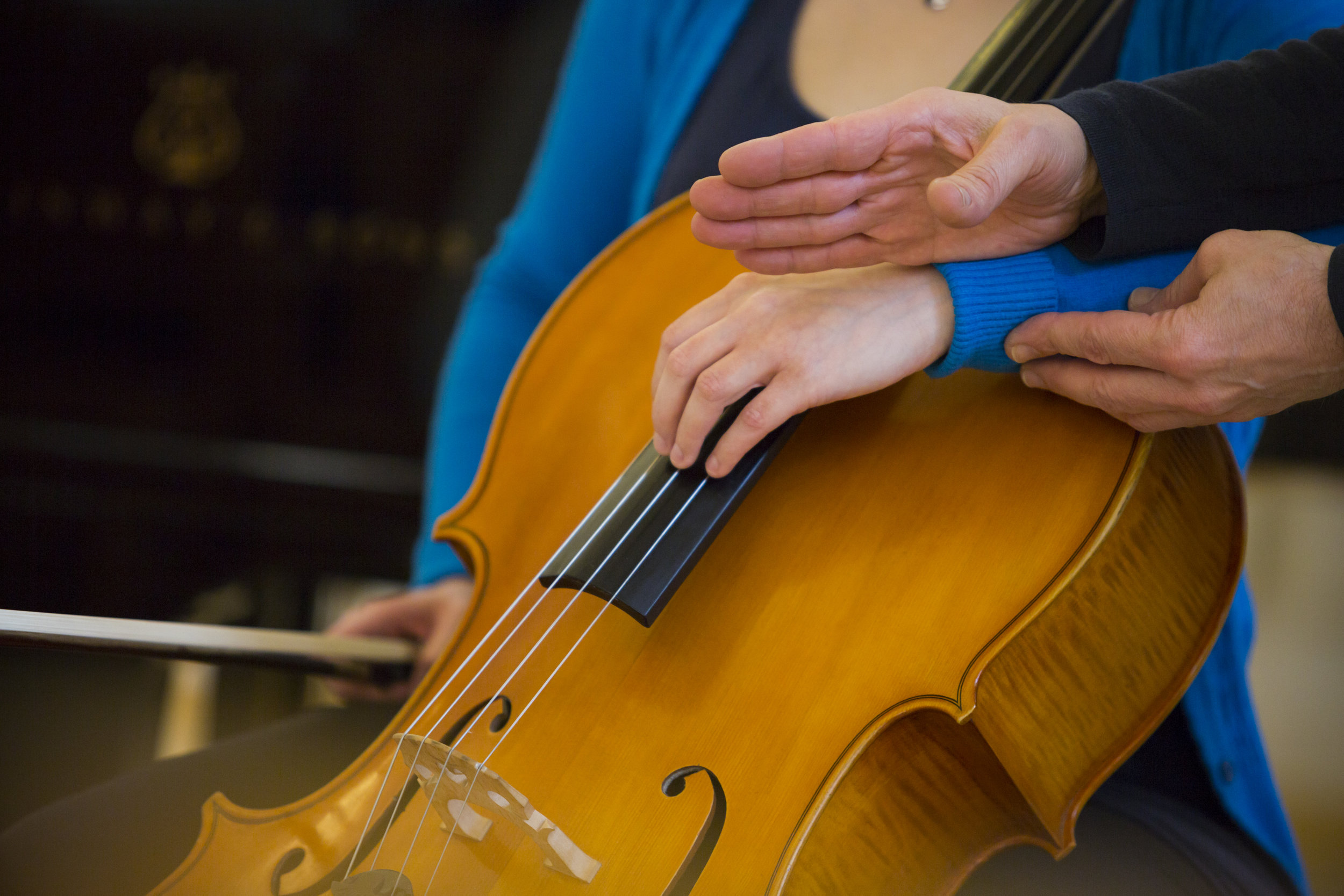 How Can Cello Clinic Help You? - Robert Cohen combines acute diagnostic skills with an intuitive, methodical and holistic approach. Working with the principles and fundamentals that have been the backbone of his own methods for healthy, free and natural music-making, he assesses his client's situation and develops tailor-made solutions.