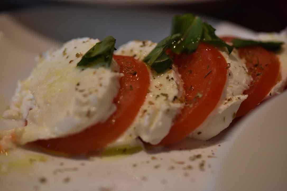 Mozarella tomato salad, La Cucina, trattoria, pizzeria, Italian restaurant, Oxford, U.K. Image©thingstodot.com