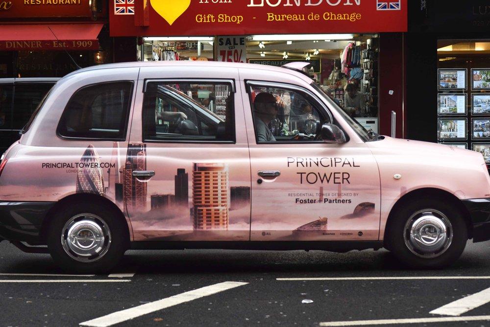 London cab, Oxford Street, London, UK. Image©thingstodot.com