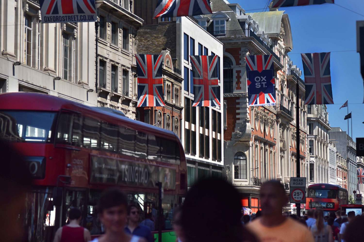 Oxford Street, London, UK. Image©thingstodot.com