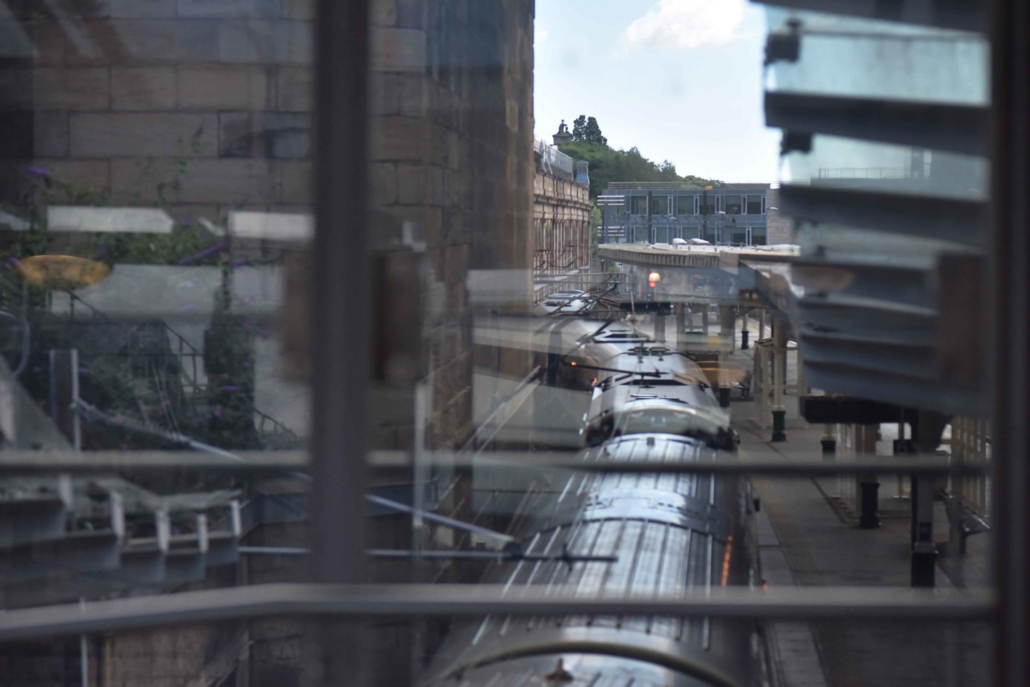 Edinburgh Waverly, railway station, Edinburgh, Scotland. Image©thingstodot.com