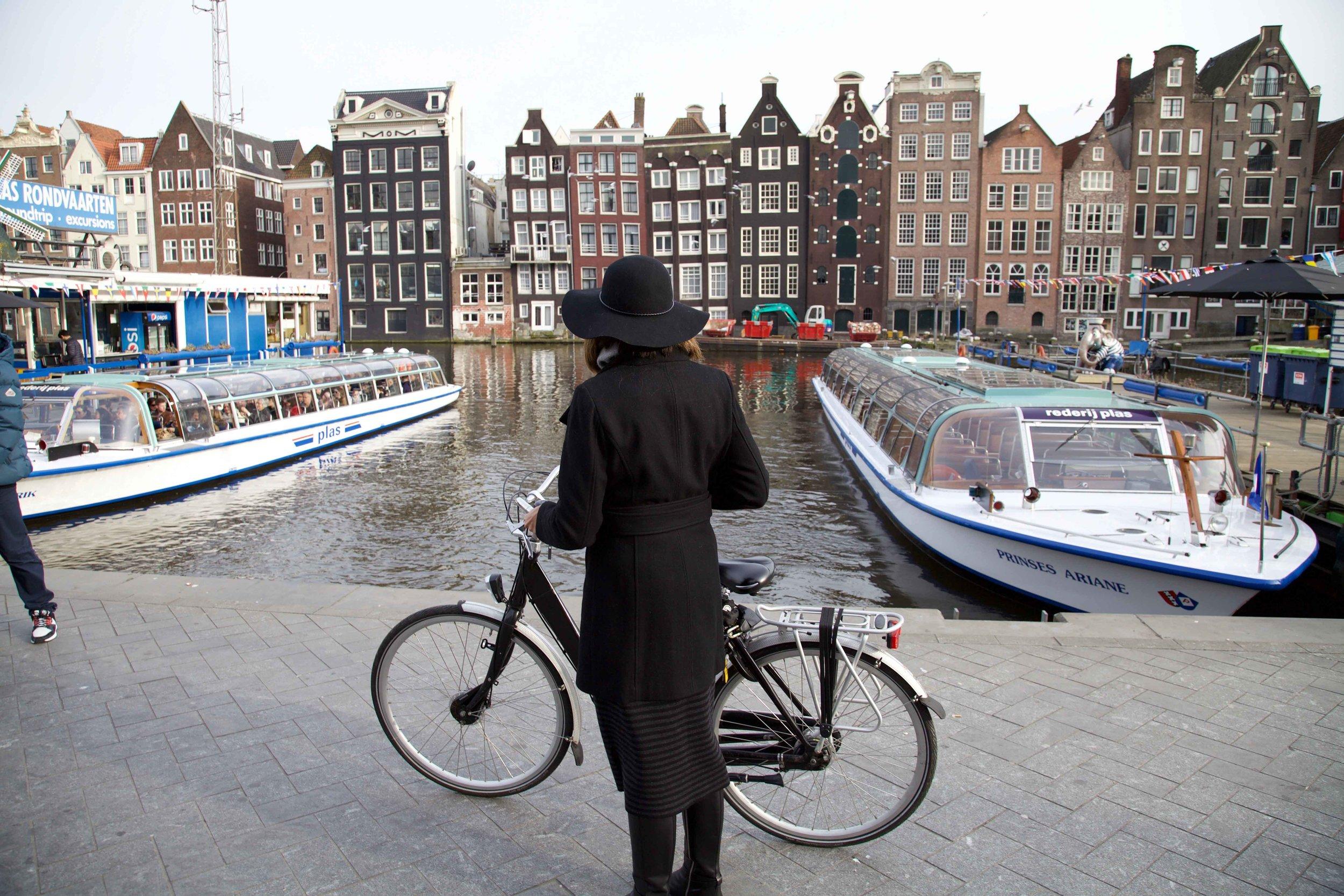 Canal near Amsterdam Centraal, train station, Amsterdam. Photo: Fabio Ricci. Image©thingstodot.com