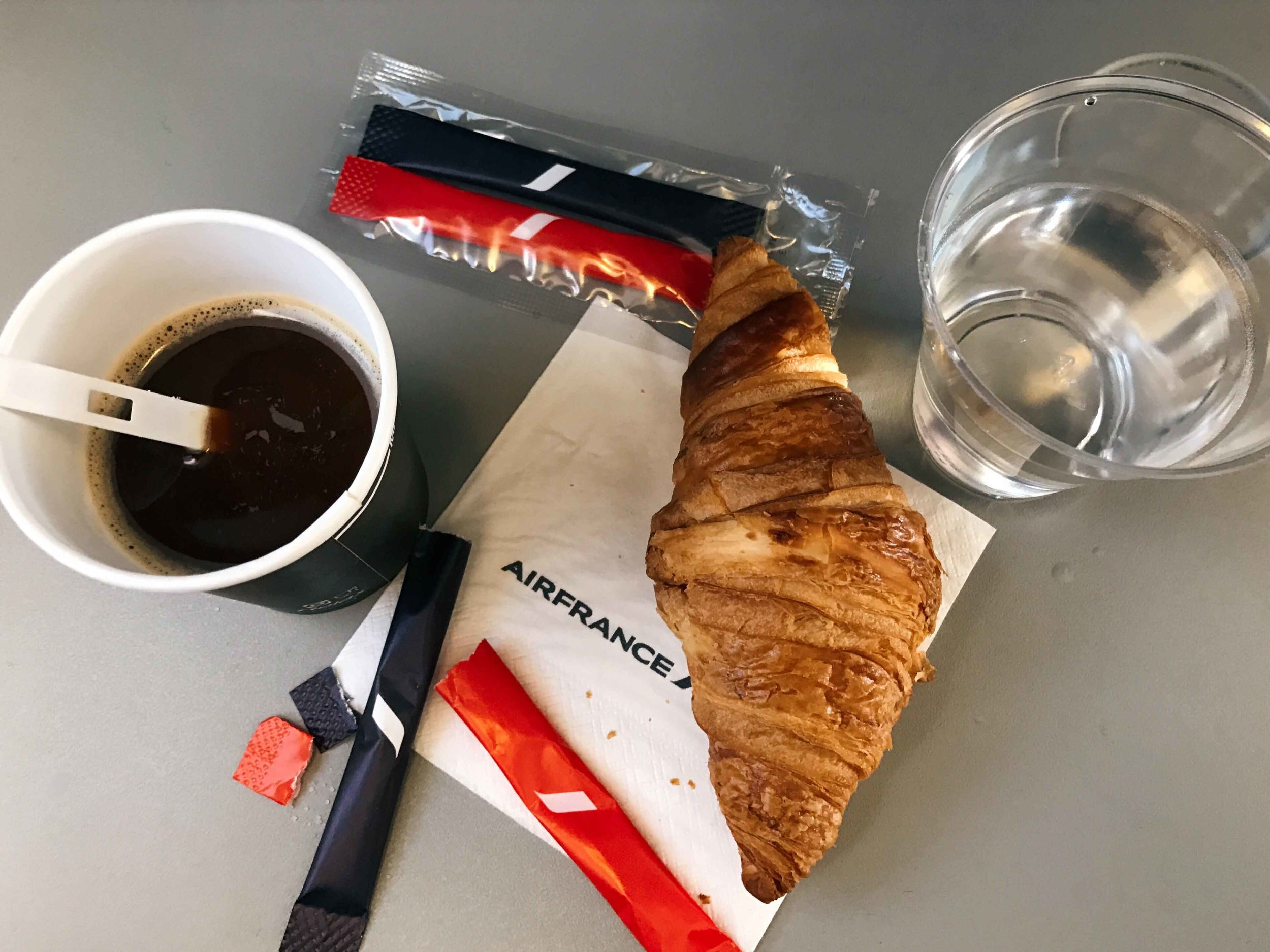Air France Embraer, Paris to Oslo, snacks. Image©thingstodot.com